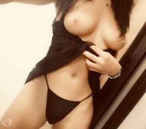 Afia escort girls in New London, CT